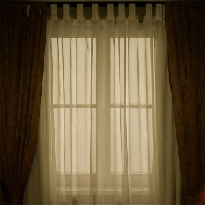 600px-Window_with_transluscent_curtains