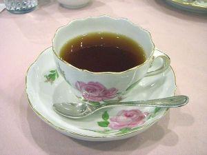800px-Meissen-teacup_pinkrose01