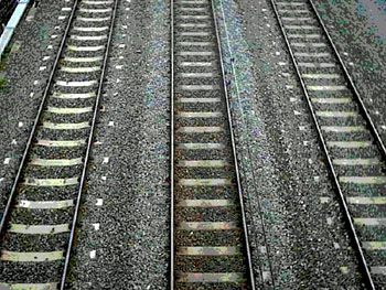 Three_rail_tracks_350